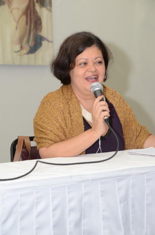 Claudia Santiago dá as boas vindas aos participantes do Curso